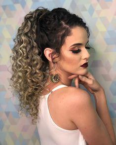 Image may contain: 1 person, closeup Curly Bridal Hair, Curly Hair Ponytail, Curly Hair Tips, Hair Dos, Fast Hairstyles, Curled Hairstyles, Pretty Hairstyles, Natural Hair Styles, Long Hair Styles