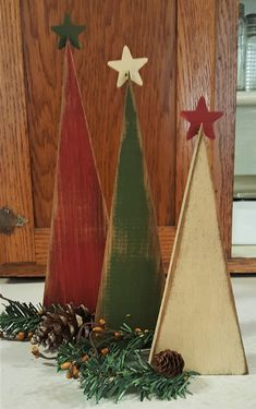 Your place to buy and sell all things handmade Primitive Christmas Tree, Christmas Crafts To Make, Pallet Christmas, Christmas Tree Crafts, Rustic Christmas, Christmas Projects, Holiday Crafts, Christmas Ornaments, Palette Deco