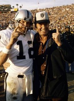 Ken Stabler and James Garner celebrating Oakland Raiders win in super bowl XI Raiders Win, Raiders Stuff, Oakland Raiders Football, Raiders Baby, Oak Raiders, Raider Nation, Football Usa, School Football, American Football