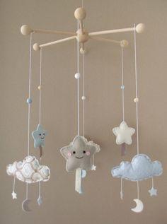 """Sur commande, Mobile kawaii """"Mes belles étoiles"""" avec nuages et lunes, couleurs bleu pastel, écru, blanc : Chambre d'enfant, de bébé par floriane-s Mobiles, Lamp Shade Crafts, Baby Deco, Bleu Pastel, Baby Presents, Baby Couture, Diy Décoration, Knitted Dolls, Felt Toys"""