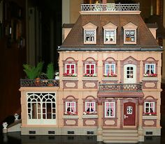 This was all i wanted for years! Dollhouse Kits, Victorian Dollhouse, Dollhouse Dolls, Dollhouse Miniatures, Fairy Houses, Play Houses, Doll Houses, Dream Doll, Small World