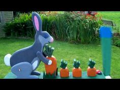 Hungry bunny tries to pull up the biggest carrot. The Big Carrot, Wood Crafts, Diy Crafts, Backyard Vegetable Gardens, Wind Spinners, Wood Patterns, Woodworking Projects Plans, Workshop, Bunny