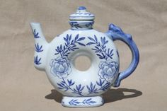 Chinese porcelain teapots, traditional style blue & white china tea pot lot