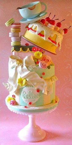 So cute...candy cake! But, how do you get it to stay balanced like that! Not so easy I don't think so!