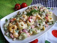 Kuchnia z widokiem na ogród: Sałatka z pierożkami tortellini, papryką i pieczar...