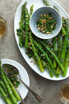 Asparagus with Caper Pine Nut Gremolata (Paleo, Vegan) - Asparagus spears get all dressed up with a lively caper and herb dressing. Vegetarian Appetizers, Appetizer Recipes, Vegan Foods, Paleo Vegan, Gremolata Recipe, Whole Food Recipes, Healthy Recipes, Asparagus Spears, Spring Recipes