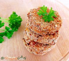 Healthy Baked Veggie Patties Since I discovered red lentils, my daughters often ask me to cook lentil patties for them. They are tasty and healthy. Veggie Patties, Healthy Baking, Salmon Burgers, Vegetarian Recipes, Grains, Veggies, Homemade, Cooking, Ethnic Recipes