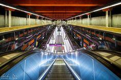 Wien: Die Ästhetik der U-Bahn - Reiseblog von Christian Öser U Bahn, Basketball Court, Central Station, Places, Architecture