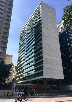 Edifício de escritórios na Avenida Paulista.