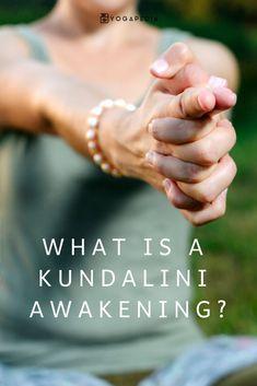 What is a kundalini awakening? Viri Haszonits Yoga kundalini is best described as a coiled rope of Kundalini Meditation, Easy Meditation, Kundalini Mantra, Yoga Challenge, Spiritual Inspiration, Yoga Inspiration, Yin Yoga Posen, Flat Tummy Workout, Natural Cleanse