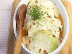 Kohlrabi-Karotten-Auflauf mit Käse und Kerbel überbacken | Zeit: 25 Min. | http://eatsmarter.de/rezepte/kohlrabi-karotten-auflauf-mit-kaese-und-kerbel-ueberbacken