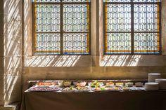 La salle Est : idéale pour accueillir de délicats buffets. © Jérôme Galland #Royaumont #abbaye #événement #event #séminaire