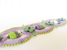Lavender and Lime Beadweaving Bracelet van dorothydomingo op Etsy, $95.00
