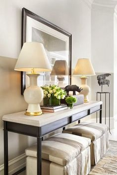 no fail objects for styling a console table. Console table with benches underneath. Maybe add wheels to the benches so they are eay to move around. Hall Deco, Living Room Decor, Living Spaces, Living Area, Home Interior, Interior Design, Luxury Interior, Interior Livingroom, Modern Console Tables