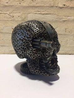 Mira este artículo en mi tienda de Etsy: https://www.etsy.com/es/listing/568197449/calavera-de-metal-reciclado