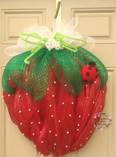 Big Strawberry Deco Mesh Wreath Mothers by HoustonCustomWreaths Deco Mesh Crafts, Wreath Crafts, Diy Wreath, Wreath Hanger, Wreath Ideas, Summer Decoration, Mothers Day Wreath, Deco Mesh Wreaths, Burlap Wreaths