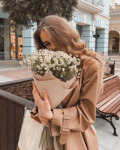 flowers, girl, and indie image Photo Pour Instagram, Instagram Posts, Shotting Photo, Poses Photo, Brown Aesthetic, Insta Photo Ideas, Insta Pic, Flower Aesthetic, How To Pose
