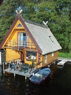 Reetgedecktes Bootshaus am Mirower See – Bade- und Angelurlaub Thatched boathouse on Lake Mirow – swimming and fishing vacation Ocean Fishing Boats, Fishing Boats For Sale, Small Fishing Boats, Kayak Fishing Accessories, Kayak Fishing Gear, Sport Fishing, Fishing Rods, Center Console Fishing Boats, Le Hangar