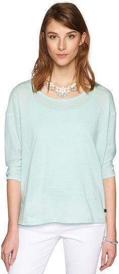 Boxy-Shirt mit Struktur für Frauen (unifarben, 3/4-Arm mit Rundhals-Ausschnitt) aus Jersey mit feiner Streifen-Struktur, kleines Metall-Badge mit Logo-Prägung. Material: 80 % Baumwolle 20 % Polyester...