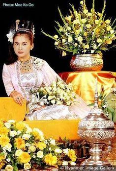 အတိတ္ၿမက္ခင္းစိမ္း...: Burmese Dress for Traditional Ceremony