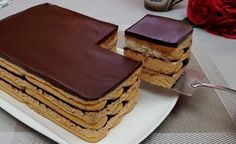 Tento nepečený piškótový dezert podľa receptu z youtube vám zaberie len 15 minút a je to ohromná maškrta! Neváhajte a vyskúšajte.Potrebujeme:Množstvo na formu s rozmerom 21 x 15 cm a výškou 6,5 cm240 g (30 … Cakes, Youtube, Diet, Cake Makers, Kuchen, Cake, Pastries, Cookies, Youtubers
