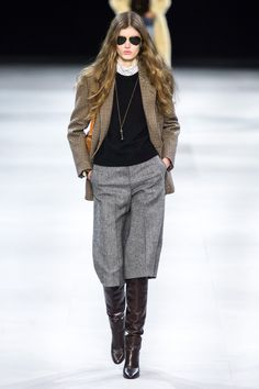 Celine Fall Winter fashion show at Paris Fashion Week (March Ready-To-Wear collection PFW Fashion Week, Fashion 2020, Runway Fashion, Fashion Outfits, Fashion Trends, Paris Fashion, Celine, Moda Vintage, Fashion Show Collection