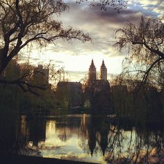 Sunset in Central Park, New York, NY #nyc #centralpark #clouds #sky #sunset #lake #boathouse - @arnab11- #webstagram