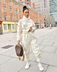 honey You are in the right place about chill outfits boys Here we offer you the most beautiful pictu Chill Outfits, Mode Outfits, Stylish Outfits, Winter Fashion Outfits, Fall Winter Outfits, Look Fashion, Socks Outfit, Sweatpants Outfit, Sweater Skirt Outfit