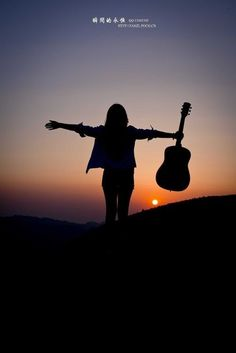 Music pictures piano 40 new Ideas Guitar Girl, Music Guitar, Playing Guitar, Ukulele, Piano Music, Shadow Pictures, Music Pictures, Girl Photography Poses, Creative Photography
