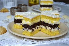 Prajitura cu ciocolata alba si bezea de cacao | MiremircMiremirc Romanian Desserts, Romanian Food, Cake Recipes, Dessert Recipes, Dream Cake, Cake Cookies, Caramel, Bakery, Sweet Treats