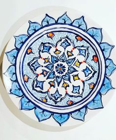 Moroccan inspired dinner plate! Pinch Pots, Plate Design, Pottery Painting, Just Giving, Dinner Plates, Moroccan, Mandala, Colours, Ceramics