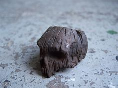Driftwoodskull developed a resin which closely resembles drift wood but is obviously a bit stronger. Out of that they crafted this mean looking ring, ...