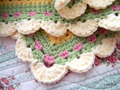 Gorgeous crochet baby blanket throw rug afghan with free pattern link