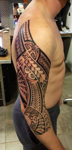 Tattoo Sleeve Maori Polynésien from Shoulder Blade To the Middle of the Forearm by Te Mana.