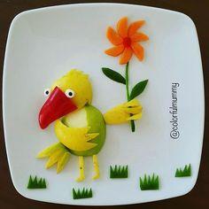 Utangaç papağan sevgilisine çiçek verecekmiş. Merak ediyoruz verirken acaba ne…