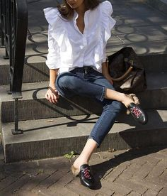 101 Best Winter and Fall Street Style Inspiration - Fashiotopia Street Style Jeans, Looks Street Style, Street Chic, Street Style Inspiration, Mode Inspiration, Look Fashion, Fashion Outfits, Womens Fashion, Fashion Trends