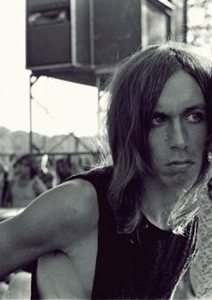 Iggy Pop: 'America is a nation of midgets led by dwarves' plus Iggy hates Led Zeppelin. Who knew? Iggy And The Stooges, Music Pics, Music Music, Dangerous Minds, Iggy Pop, Post Punk, Country Singers, Led Zeppelin, Classic Rock