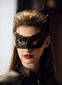 This new still from The Dark Knight Rises shows a closeup of Catwoman, played by Anne Hathaway. The Dark Knight Rises, the third film in. Catwoman Cosplay, Cosplay Gatúbela, Catwoman Mask, Catwoman Makeup, Cosplay Ideas, Cosplay Costumes, Costume Ideas, The Dark Knight Trilogy, The Dark Knight Rises