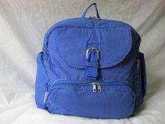 Com 12 bolsos essa bolsa é a queridinha das mamães, nela você encontra tudo para fazer o seu dia a dia e passeios mais tranquilos e práticos, super espaçosa, podendo ser utilizada como mochila, com alça no ombro ou até na tranversal, deixando a mamãe ou papai com os baços livres para carregar seu bem maior, o bebê <br> <br>Bolos externos <br>- Bolso para lenço umidecido <br>- Bolso para roupa suja <br>- Bolso para mamadeira <br>- Bolso para fraldas <br>- Bolso para celular <br>- Bolso…