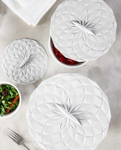 SALE ALERT: 31% off! GIR's award-winning suction lids turn any bowl into a storage container. A reusable, eco-friendly alternative to plastic wrap and foil, these lids can be used in the freezer, fridge, oven, microwave, and dishwasher. Made from heavy-duty, heat-safe silicone (up to 550°F!), they're dishwasher safe and won't absorb flavors, smells, or colors. And the geometric designs fit in beautifully with holiday tablescapes, making them perfect for keeping food warm on the table. Reheat or Storage Sets, Storage Containers, Food Storage, Steam Recipes, Keep Food Warm, Plastic Wrap, Geometric Designs, Pyrex, 3 Piece
