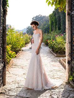 Luxusné celokrajkované svadobné šaty strihu presýpacích hodín