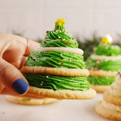 Cookie Christmas Trees Turning sugar cookies into Christmas trees is actually way easier than you think.Turning sugar cookies into Christmas trees is actually way easier than you think. Holiday Desserts, Holiday Baking, Holiday Treats, Holiday Recipes, Thanksgiving Recipes, Christmas Sweets Recipes, Holiday Drinks, Party Drinks, Holiday Gifts