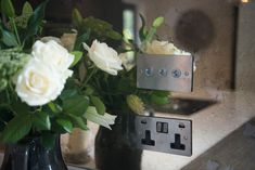 Antique mirrored glass splashback with plug sockets and roses Industrial Trend, Kitchen Splashback Inspiration, Mirrored Glass, Bespoke Kitchens, Glass Splashback, Bespoke Kitchen Design, Kitchen Fittings, Design Case, Glass