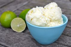 A delicious coconut milk based ice cream that is very easy to make (Specific Carbohydrate Diet Legal, Dairy Free, Refined Sugar Free, Paleo & Vegan) Healthy Treats, Healthy Desserts, Raw Desserts, Sweet Desserts, Healthy Foods, Yummy Treats, Delicious Desserts, Pina Colada Recipe With Ice Cream, Paleo Dessert