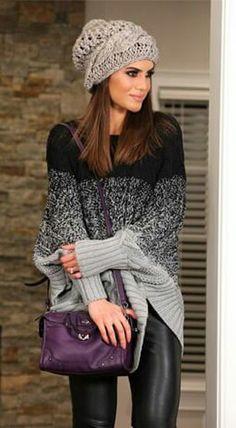Camila Coelho Calça couro Toca crochet Bolsa roxa Tricot enorme