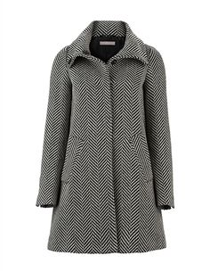 Elegant and business like - this coat is the perfect companion for women especially in the cold season Get The Look, Must Haves, Real Life, Latest Trends, Raincoat, Autumn Fashion, Turtle Neck, Cold, Paris