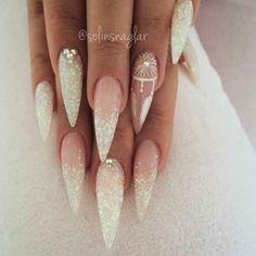unghie-artiglio-molto-belle-decorazione-brillantino-colore-bianco-effetto-neve