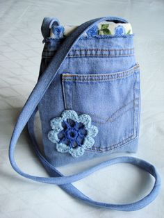 Zippy appliqué purse from upcycled denim - use crocheted butterfly Blue Jean Purses, Handmade Purses, Handmade Shop, Denim Purse, Denim Crafts, Denim Shoulder Bags, Recycled Denim, Fabric Bags, Purses And Bags