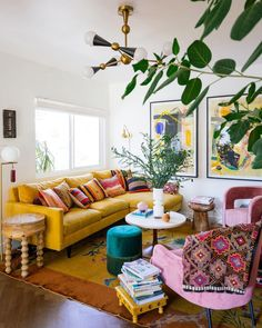 Colourful Living Room, Eclectic Living Room, Boho Living Room, Living Room Designs, Living Room Decor, Living Rooms, Bohemian Living, Eclectic Bedroom Decor, Living Room Inspiration