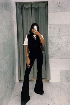 Black Pants Outfit Dressy, Black Flare Pants, Dope Outfits, Casual Outfits, Fashion Outfits, Tomboy Outfits, London Winter, Dope Clothes, Edgy Chic
